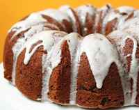 Cinnamon_raisin_bundt_cake